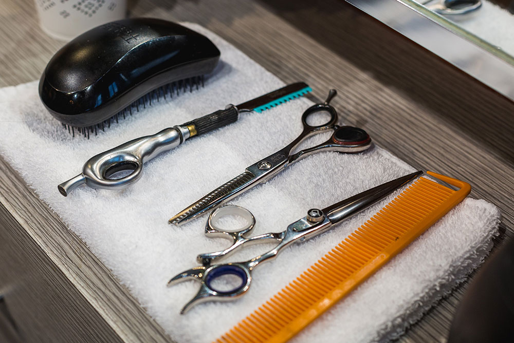 DIY haircut tip - some hair cutting tools you'll need - Carousell Philippines